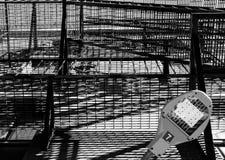 Gå och trappuppgångar för flykt för brand för USA-stil som ses på lyxiga privata lägenheter Arkivbilder