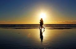 Gå på den Stillahavs- stranden på San Diego Royaltyfria Foton