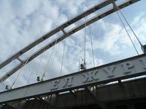 Gå på det motoriska skeppet - bro royaltyfria foton