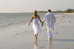 Gå på en strand royaltyfria foton