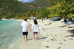 Gå på stranden Royaltyfri Bild