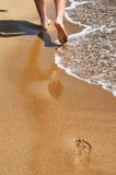 Gå på stranden Fotografering för Bildbyråer