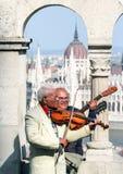 Gå runt om Budapest sinnesrörelser av folket arkivbilder