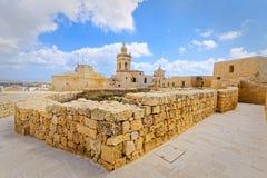 Gå runt om citadellen av Gozo Arkivfoto
