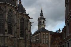 Gå till och med de härliga gatorna av den forntida staden Royaltyfria Foton
