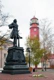 Gå till och med staden Monument till Peter det stort och olen Royaltyfria Bilder