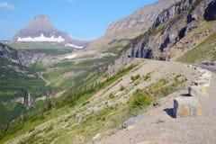 Gå till solvägen i glaciärnationalpark Arkivfoto