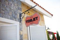 Gå till toaletten hitåt Arkivfoton