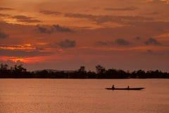 Gå tillbaka hem i lagunen Royaltyfria Foton