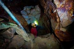 gå ut från axeln för guldgruvarbetarefack tight Arkivbilder