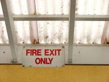 gå ut från brandtecknet Fotografering för Bildbyråer