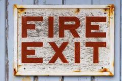 gå ut från det gammala tecknet för brand Arkivfoton