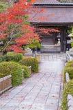 Gå vägen till templet arkivfoto
