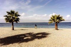 Gå vid havet Royaltyfria Foton
