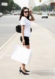 gående gatabarn för flicka royaltyfri bild