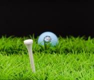 gående golfspel arkivbilder