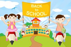 gående ungar pencil skolan till Royaltyfri Bild