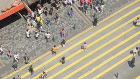 Gångare i Hong Kong stock video