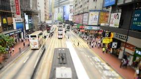 Gångare och trafik i det centrala området i stadens centrum Hong Kong arkivfilmer