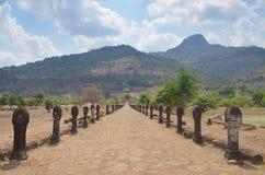Gångbana av vaten Phou eller Wat Phu på Pakse i Champasak, Laos Arkivfoton