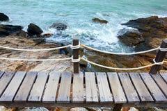 Gångbana bredvid havet Royaltyfria Bilder