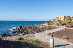 Gångbana längs havet på Los Abrigos Royaltyfri Fotografi