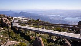 Gångbana på Mt-gummistövelutkik i Hobart, Tasmanien Royaltyfri Fotografi