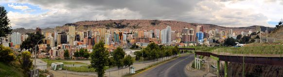 Gångbana Urbano Central Park i La Paz Royaltyfri Foto