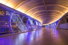 Gångbanan dekorerar med ljuset Royaltyfri Bild