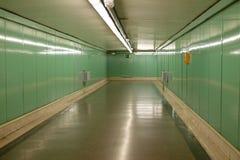 Gångtunnelkorridor Arkivfoto
