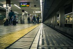 Gångtunnelstation i Osaka, Japan royaltyfria bilder