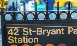 42. gångtunneltecken nära Bryant Park - New York City Royaltyfria Foton