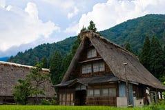 går arvshirakawavärlden Arkivfoto