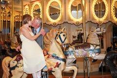 går den glada rounden för kyssen Fotografering för Bildbyråer