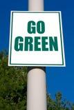 går det gröna tecknet Royaltyfria Bilder