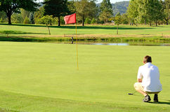 Går golfspelet arkivfoto