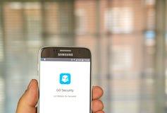 Går säkerhet app Arkivfoton