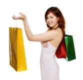 går shoppingkvinnabarn Royaltyfri Bild