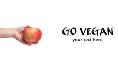 Går strikt vegetarian! Begrepp av veganismen Strikt vegetarian bantar Mänsklig hand med appl Arkivbilder