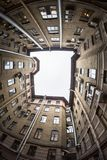 Gård-brunn i St Petersburg, Ryssland Royaltyfri Foto