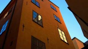 Gård-brunnen i mitten av gamla Stockholm sweden stock video