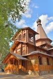 Gården av den ortodoxa kyrkan av den Kazan symbolen av modern Arkivfoton