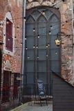 Gården av en kyrka i Riga Arkivbilder
