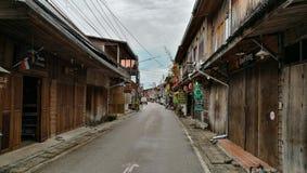 Gåvägen längs den gamla staden Chiangkan Thailand Arkivbilder