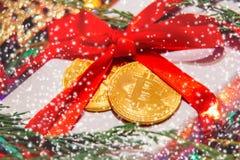 Gåva för jul eller bitcoin för nytt år Arkivbilder