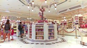 Gåva- och sötsaklager på disneyland Hong Kong royaltyfri fotografi