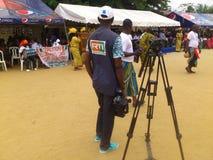 GÅVA SOM GER CEREMONI POLITISKA MYNDIGHETER I SKJULET D'IVOIRE Fotografering för Bildbyråer