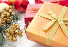 Gåvaask med den aktuella ans-dekoren för jul Arkivbilder