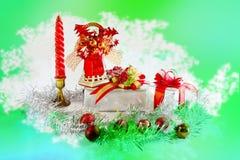 Gåvaaskar i det röda temat för juldag arkivfoto