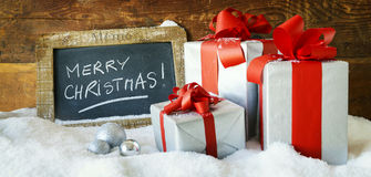 Gåvaboses och stearinljus för jul Arkivbilder